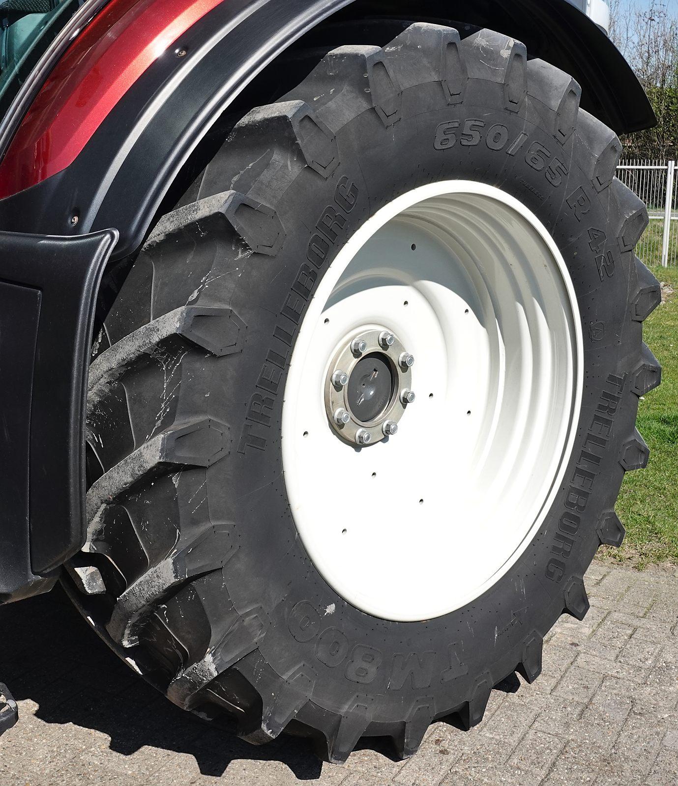 1 Paar Trelleborg 650/65 R42 Hinterräder auf Felge