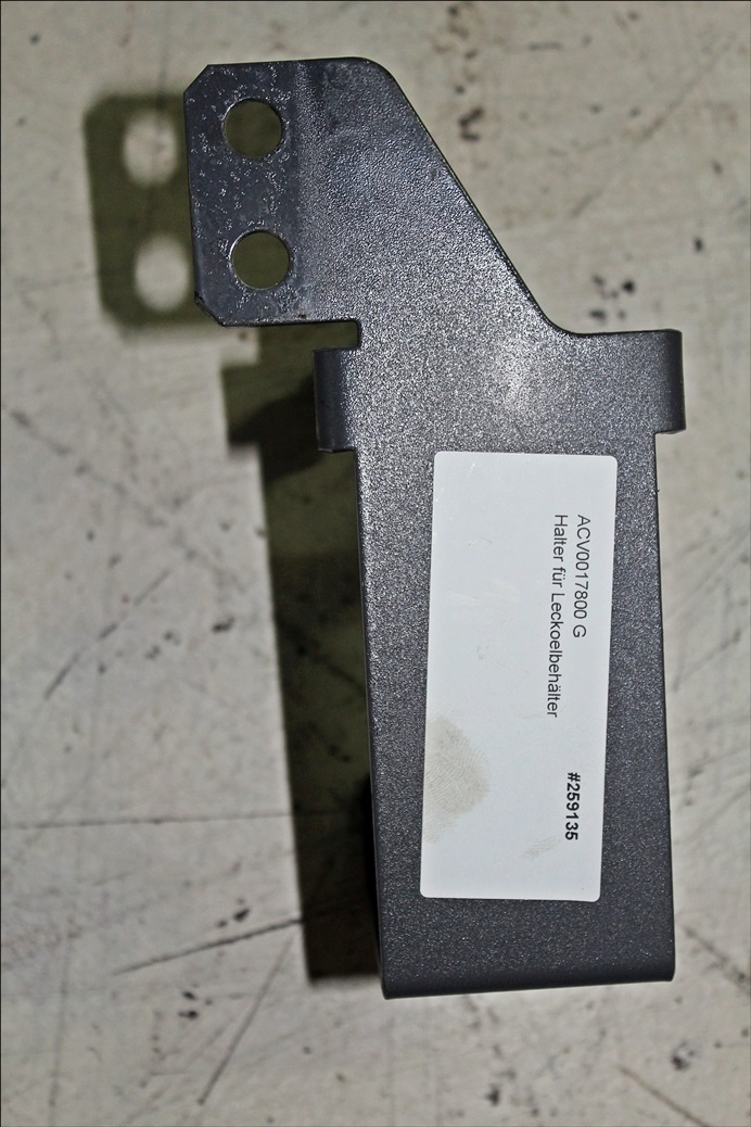 Valtra Halter für Leckoelbehälter ACV0017800 G